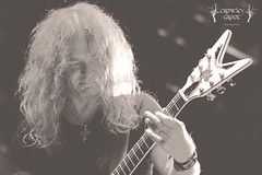 SAXON (Crowley Groot) Tags: musician music byn blanco rock metal lights shot live stage escenario doug guitarra negro dean guitars bn lives hardrock saxon atittude guitarrist festivales directos scaratt