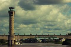 La Esmeralda del Sureste (Alvaro Álvarez) Tags: bridge méxico del puente la torre tabasco caballero villahermosa esmeralda sureste ríogrijalva peaton grijalva