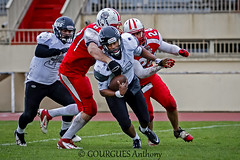22-03-2015 Iron Mask CANNES - Ours TOULOUSE 43 (Thony_g) Tags: red white black color sport alpes canon football iron europe mask action cannes or nfl picture player 7d match cote provence toulouse ncaa 70200 f28 d2 azur sud maritimes ours casque amricain fdration franaise footus fffa touhdown