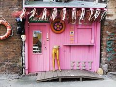 Urban. Architecture. Hamburg, Gängeviertel (fipixx) Tags: life city urban house building architecture contrast hamburg haus front stadt architektur society kontrast gebäude häuser stadtleben gesellschaft städtebau urbanarte lebenswelt lifeworld vorderfront