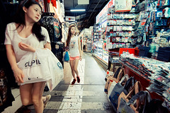Shopping In Bugis (Jon Siegel) Tags: girls cute sexy fashion shopping nikon women singapore chinese 28 f28 shoppers stylish bugis fashionable singaporean 14mm samyang d810 samyang14mm28