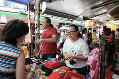 got to be loud to be a street seller (tom120879) Tags: street photography seller taipei city market taiwan