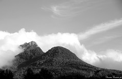 Vermissen (LaKry*) Tags: biancoenero blackandwhite schwarzundweiss grey girio grau montagne mountains berge nuvole clouds wolken cielo himmer sky