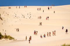 Duna de Bolonia (Franci Esteban) Tags: duna bolonia dunasdebolonia tarifa gente personas arena playa turismo verano photoespaa europaenlamochila