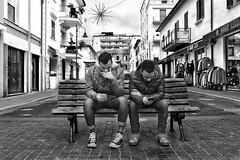 Telefonino - Dipendenza (carlo tardani) Tags: follonica viaroma grosseto toscana maremma ragazzi panchina bw bianconero blackandwhitephotos nikond700 street bestportraitsaoi