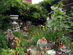 Nut House, Provincetown MA (Boston Runner) Tags: provincetown massachusetts 2016 nuthouse art display backyard figures