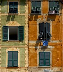 Faade de Portofino (Italie) (jjcordier) Tags: faade portofino ligurie riviera mditerrane italie fentre volet linge couleur