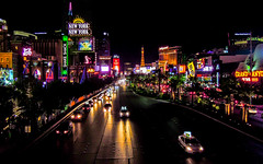 Vegas Strip (Channed) Tags: america amerika lasvegas nevada noordamerika us usa unitedstates unitedstatesofamerica vs verenigdestaten thestrip strip lasvegasstrip lasvegasboulevard night evening avond nacht neon lights traffic car taxi chantalnederstigt