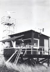 Vlieland - CSK - waarnemingstoren - 1971 (Dirk Bruin) Tags: tower 1971 vlieland tank control toren leopard range amx radar tanks kamp centurion gunnery csk cavalerie schiet vliehors schietbaan nekaf landmacht waarnemingspost vuurleiding vuurleidingspost legerkoerier