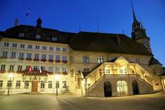 Fribourg / Ref.06099 (FRIBOURG REGION) Tags: city de hotel schweiz switzerland evening abend suisse swiss stadt fribourg soir freiburg rathaus altstadt ville htel vieilleville fribourgregion
