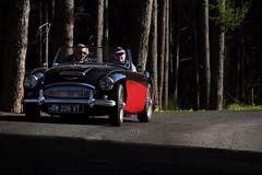 balade en rouge et noir (Steph Blin) Tags: france cars sport automobile convertible course route auvergne rallye voitures cabriolet austinhealey chromes rougeetnoir tourauto saintvictormontvianeix