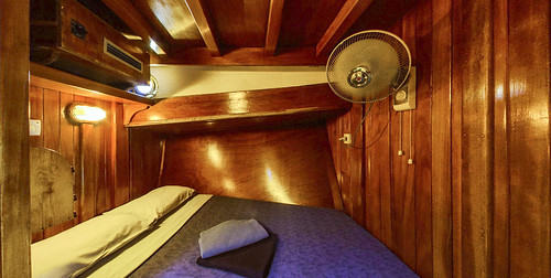 MS/Y Elegante - cabina
