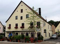 11-IMG_2930 (hemingwayfoto) Tags: bayern blhen blumen gasthof gebude giebel neustadt neustadtdonau pschorr restaurant