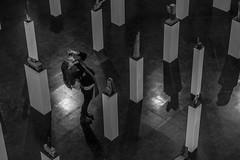 ByN (Medigore) Tags: personas blancoynegro byn street 50mm canont3i chile santiago medigore calle blanco negro monocromtico profundidad sombras esculturas