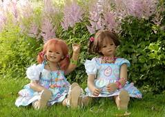 Sanrike und Milina ... hallo wir sind hier ... (Kindergartenkinder) Tags: dolls himstedt annette kindergartenkinder essen park gruga garten kind personen milina sanrike