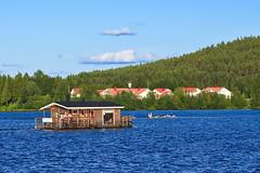 FIN_176 - Rovaniemi (Viaggiatore Fantasma Summer Tour 2016 - CH-LI-AT) Tags: canon 5d finlandia finland suomi rovaniemi lapponia lapland lappland fiume river fluss kemijoki barca boat boot citt city stadt