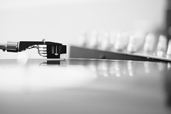 vinyl love (DoubleE87) Tags: fuji fujixt1 fuji35 35f14r black blackwhite blackandwhite noiretblanc vinyl needle shure m447 ooc f14 schwarzweis schwarzundweis music musik reflektion monochrome