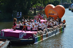 Boot 25: Post NL (O. Herreman) Tags: amsterdam gaypride canalpride canal pride homo biseksueel transgender lesbisch europride feest boten botenparade nederland amsterdamsegrachten eurogayprideamsterdam outdoor stad party mensen travestie prinsengracht brouwersgracht water city friends people homoemancipatie europe netherlands holland paysbas noordholland centrum amsterdampride parade lgbt freedom liberty rights droits gay civilrights festa fte coc boat bateau crowd happy reguliersgracht pont lovewins toerisme straatfeest streetparty canalprideamsterdam gayprideamsterdam gracht grachtenparade grachten
