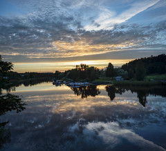 DSC_6416-6417 (vargandras) Tags: porvoo borg river sunset sky cloud reflection riverbank riverside panorama vertical nikkor2835ai suomi finland
