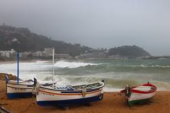 Barques a recer (Albert T M) Tags: catalonia catalunya costabrava temporal blanes tempesta catalogne sapalomera llevantada temporaldellevant platjadeblanes barquesdefusta