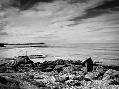 banff (pamelaadam) Tags: sea summer people bw digital scotland aberdeenshire august fotolog 2006 banff lurkation thebiggestgroup