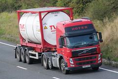 PE63AUO - Hoyer (TT TRUCK PHOTOS) Tags: volvo tt fm tanker bourton a303 hoter contsiner