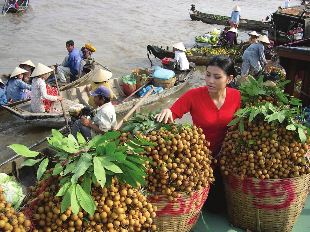4Chợ nổi Cái Bè là chợ đầu mối lớn nhất ở miền Tây Nam Bộ