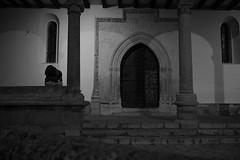 solo (bolano) Tags: iglesia el molar noche mochila hombre descanso soledad blanco y negro black white canon 5 d mark iii 24 mm 14 dt photo