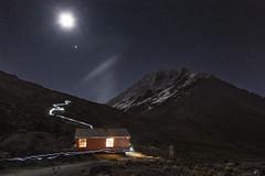 Iliniza fugaz (Mr. CHILI) Tags: mountain night landscape star noche ecuador outdoor estrellas summit refugio alpinismo escalada refuge iliniza