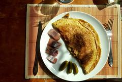 Breakkie (blondinrikard) Tags: mat frukost breakfast omelette gurkins matjesill sill plate tallrik matrtt gherkins inlagdgurka pickles pickledherring