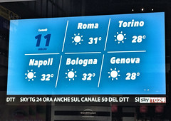 Info Screens at Milano Centrale Station (MANYBITS) Tags: milan dysfunctionaldesign ineptitude epicfail central station infographics grandistazioni trenitalia italian trains
