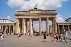 Das Brandenburger Tor (crsye) Tags: berlin kurfrstendamm brandenburger tor judendenkmal siegessule tiergarten potsdamer platz