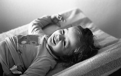 Happiness (Amelien (Fr)) Tags: leica blackandwhite bw film monochrome analog 50mm noiretblanc 11 nb 400 epson mp pushed rodinal fp4 amg argentique 1100 v550 125 2016 pellicule standdevelopment filmisnotdead r09 homescanned msoptical believeinfilm sonnetar capturedonrealfilm