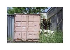 ** (ha*voc) Tags: minoltacle minoltarokkor40mmf2 rokkor rangefinder film 35mmfilm fuji160pros amsterdam urbanfragments urban urbanentropy pink container