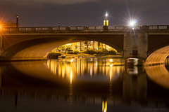 Flashes from the water down below (OR_U) Tags: 2016 oru uk hamptoncourt bridge night river riverthames thames nightphotography nightlights lights le longexposure 30s reflections mirror lamps movement motion marillion