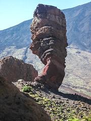 D3256-Roque Cinchado, bajo el Teide (Eduardo Arias Rbanos) Tags: paisaje landscape teide volcn vulcano tenerife canarias eduardoarias eduardoariasrbanos roca rock minolta dimage roque lava roquecinchado