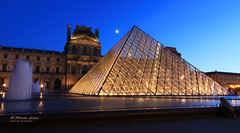Louvre (Wesam Alissa) Tags: france 2016 paris thelouvre nightphoto longexposure parisatnight night nightonearth canon canon80d wesamalissa archeticture glass pyramid
