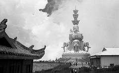 Ten-Faced Buddha (shudaizi) Tags: mtemei developer xtol hp5 lens genre street chongqing china 2014 cities ei250 leicasummicron35mmf20asph asia film blackandwhite places m6 emeishan mountemei