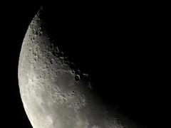 Crescente côncava / Waxing crescent (Márcio Vinícius Pinheiro) Tags: moon night zoom céu crescent crater astrophotography astrofotografia lua moonlight nightsky waxing luar cratera crescente impactcrater crateras céunoturno crateraslunares crateradeimpacto