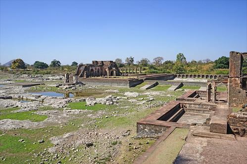 Le site du palais Jahaz Mahal (Mandu, Inde)