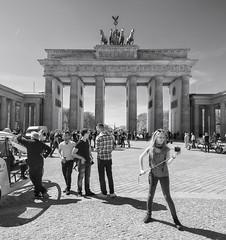 Brandenburg Tor (Richard Swinscoe) Tags: berlin brandenburggate tourists brandenburg selfie brandenburgtor selfiestick deppenzepter