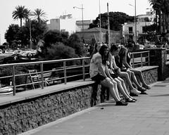ragazze (Agata-2013) Tags: bw canon relax italia lungomare sicilia gambe acitrezza ragazze