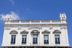 Lisbona (CarloAlessioCozzolino) Tags: lisbona lisboa portogallo portugal finestre windows cielo sky blu blue