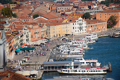 Venice (fgazioli) Tags: vermelho veneza venezia venice italia italy cityphotography city cityscape travel europe eurotrip bestplacestogo