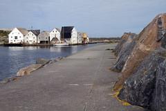 Rundemoloen -|- Runde Island breakwater (erlingsi) Tags: rundemoloen runde harbour seahouses norway norwegen hafen rundeisland breakwater