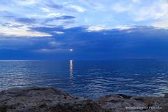 Spiraglio nell'immenso blu (Antonio Ciriello) Tags: mare sea seascapes paesaggi marini paesaggimarini summer estate icesea ice ghiaccio blue blu white bianco scogli rocks cliff nuvole clouds sanvito puglia san vito taranto apulia italia italy cloudy nuvoloso canoneos600d eos600d 600d rebelt3i riflessi reflections tamron 1750 tamron1750 spiraglio sole sun