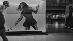 Interaccin (Mar Cifuentes) Tags: metro gente subway subte santiagodechile santiago chile transeunte blancoynegro bnw