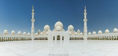 Sheikh Zayed Grand Mosque panorama (PvRFotografie) Tags: unitedarabemirates uae abudhabi sheikhzayedgrandmosque mosque moskee white wit blue blauw architectuur architecture panorama sonyslta99 20mm sony20mmf28 wideangle wide groothoek
