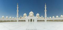Sheikh Zayed Grand Mosque panorama (PvRFotografie) Tags: unitedarabemirates uae abudhabi sheikhzayedgrandmosque mosque moskee white wit blue blauw architectuur architecture panorama sonyslta99 20mm sony20mmf28 wideangle wide groothoek