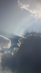 Here comes the sun (La minina) Tags: cielo nuvole sole raggio luce sky clouds sun ray light